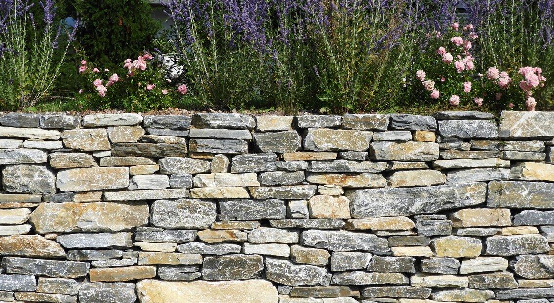 jardin_vivace_murs_en_pierres_seches_2